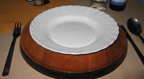 dřevěné (ošklivé)klubové talíře